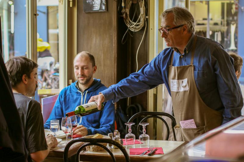 le_service_de_vin_au_restaurant